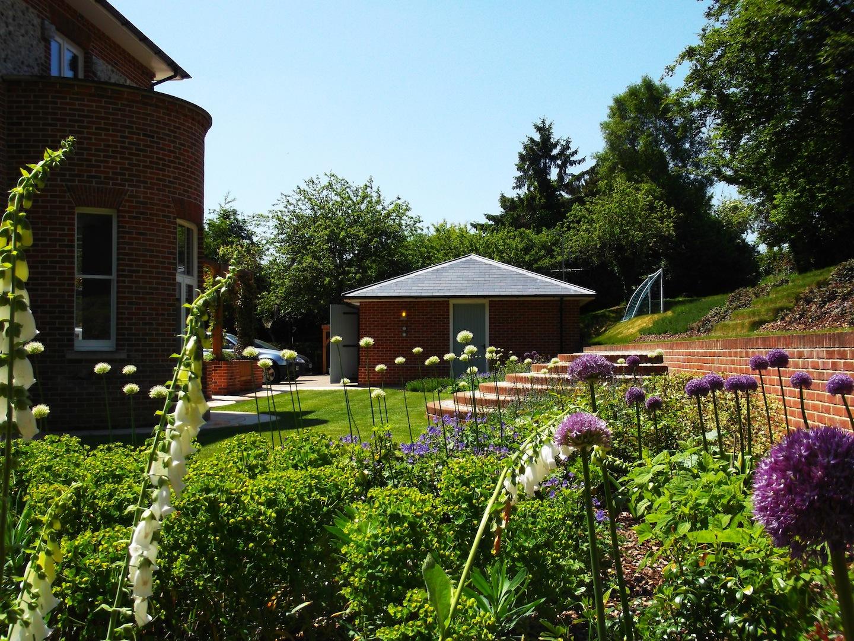 Garden design portfolio sleepers sandstone new leaf for Garden design hampshire