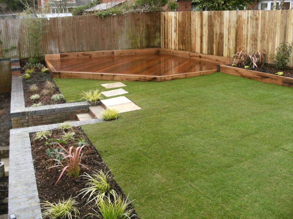 Garden design hampshire surrey low maintenance gardens for Garden decking borders